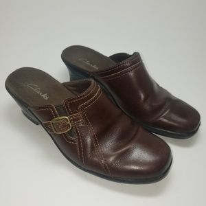 Clarks Women's size 6 m leather clogs